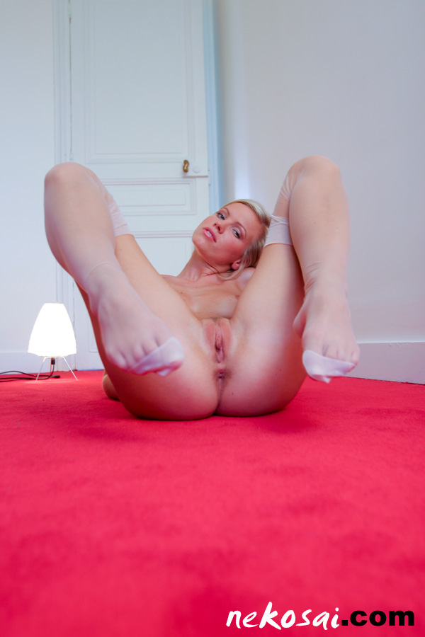 Amateur white stockings babe loves anal sex 10